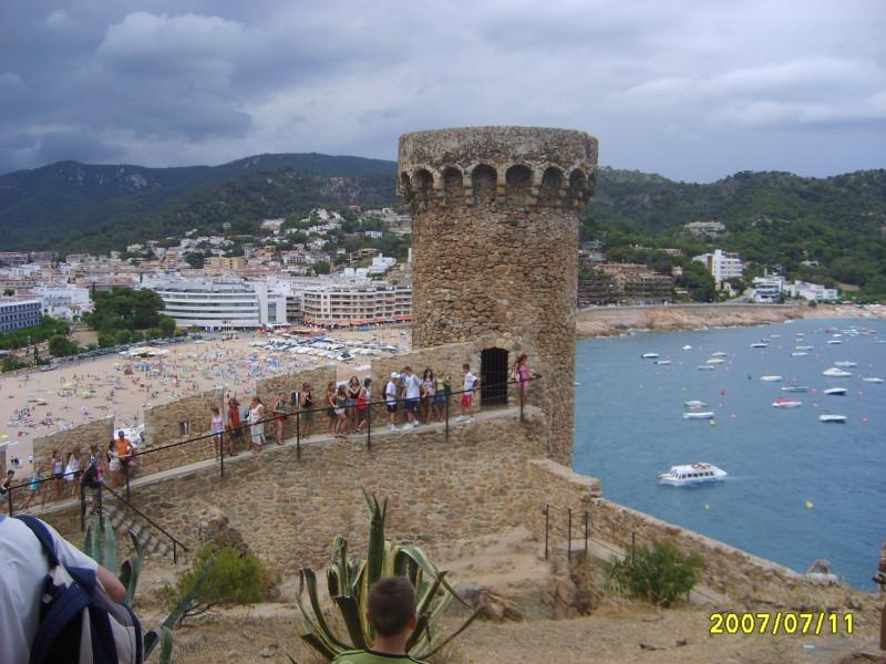 Wieże widokowe w dzielnicy Vila Vella w Tossa De Mar