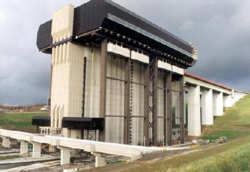 70 m elevator for ships