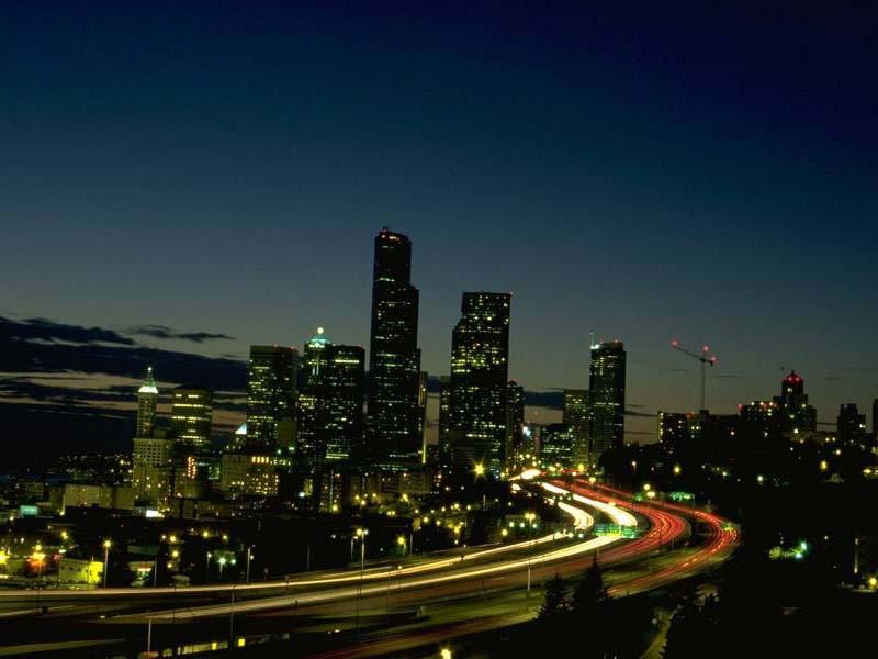 jedno z większych miast nocą