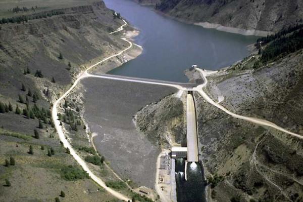 Dam and dam