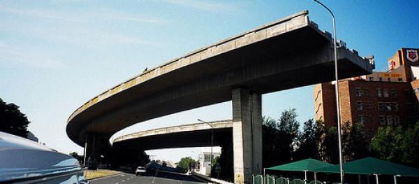 Drogi donikąd ... porzucone i nieskończone mosty