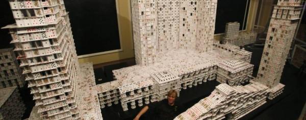 Konstrukcja z 200 000 kart do gry