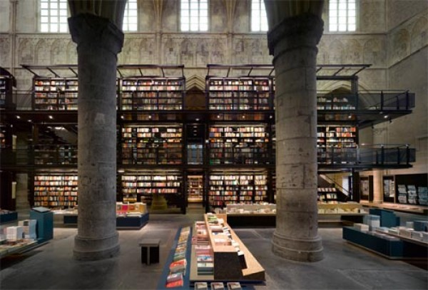 Dominikański kościół przekształcony w nowoczesną bibliotekę