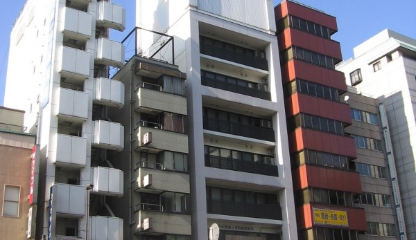 20 bardzo wąskich budynków i wieżowców w Japonii