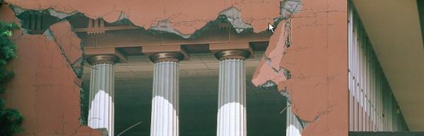 Trójwymiarowe graffiti na ścianach budynków