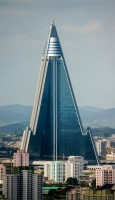 Ryugyong Hotel od Joseph Ferris III