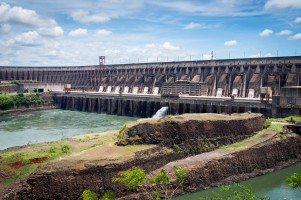 Zapora Itaipu od Deni Williams