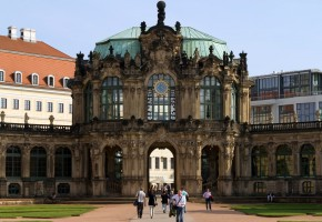 Zwinger by adornix